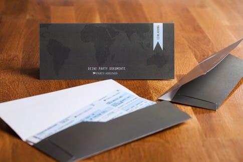 Mappen für Flugticket als Einladungskarte