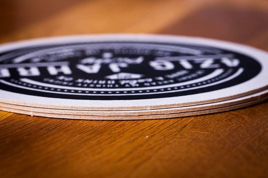 Bierdeckel als Einladungskarte Detail Kartonstärke